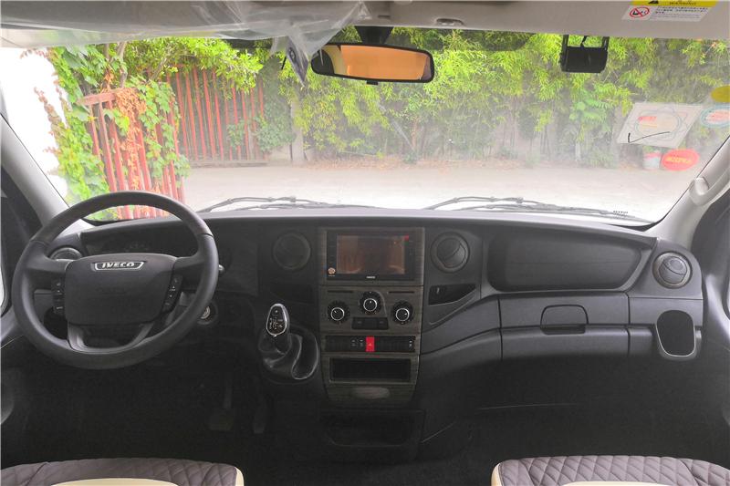 旅居车内部图片
