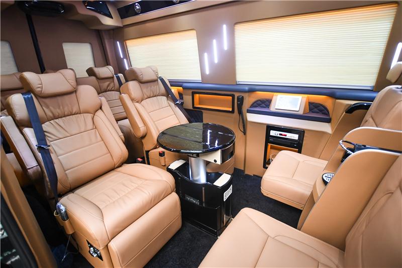 整洁、有序的展厅可为朋友们提供舒适温馨的赏车环境